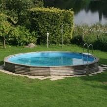 Runder Pool im Ferienhaus direkt am See